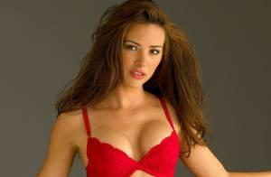 Alina Vacariu, déesse passionnée, se dévoile en lingerie délicate