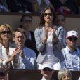 Xisca est à fond, son Nadal chéri vainc ! Le prince Albert et la princesse Charlene de Monaco, coupe garçonne surprise, ont assisté dimanche 22 avril 2012 à la victoire expéditive de Rafael Nadal sur Novak Djokovic en finale du Rolex Masters 1000 de Monte-Carlo, et récompensé les deux joueurs lors de la cérémonie de clôture.