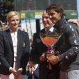 """""""Le prince Albert et la princesse Charlene de Monaco, coupe garçonne surprise, ont assisté dimanche 22 avril 2012 à la victoire expéditive de Rafael Nadal sur Novak Djokovic en finale du Rolex Masters 1000 de Monte-Carlo, et récompensé les deux joueurs lors de la cérémonie de clôture."""""""