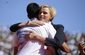 Princesse Charlene : Garçonne aux cheveux courts pour un gros câlin à Djokovic
