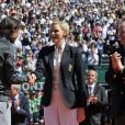 """""""Un câlin pour Djoko, et seulement une poignée de main à Rafa ? La princesse Charlene de Monaco, avec une surprenante coupe de cheveux garçonne, accompagnait dimanche 22 avril 2012 le prince Albert pour assister à la victoire expéditive de Rafael Nadal sur Novak Djokovic en finale du Rolex Masters 1000 de Monte-Carlo, et récompenser les deux joueurs lors de la cérémonie de clôture."""""""