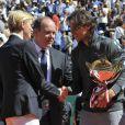 La princesse Charlene de Monaco, avec une surprenante coupe de cheveux garçonne, accompagnait dimanche 22 avril 2012 le prince Albert pour assister à la victoire expéditive de Rafael Nadal sur Novak Djokovic en finale du Rolex Masters 1000 de Monte-Carlo, et récompenser les deux joueurs lors de la cérémonie de clôture.