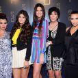 Kourtney et Kim Kardashian entourées de leur mère Kris Jenner et de leurs soeurs Kendall et Kylie Jenner lors de l'ouverture du nouveau restaurant de Scott Disick à New York le 23 avril 2012
