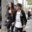 Pete Wentz et sa petite amie Meagan Camper, à Los Angeles, à la sortie d'un magasin Louis Vuitton, le mardi 24 avril 2012.