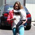 Jessica Alba nous offre un look de working girl parfait à Santa Monica. Le 27 avril 2012.