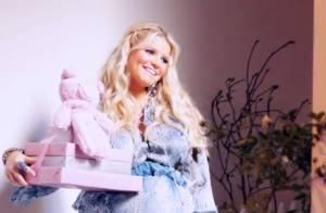 Jessica Simpson, enceinte jusqu'au cou, couverte de cadeaux pour sa baby shower