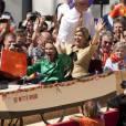 """La princesse Maxima et la princesse Annette sont dans un bateau...   Pour le  Koninginnedag  (""""Jour de la reine"""") 2012, le 30 avril, la famille royale des Pays-Bas s'est rassemblée autour de la reine Beatrix pour célébrer cette grande fête nationale avec la population à Rhenen et Veenendaal, où les jeux traditionnels attendaient les têtes couronnées ! Willem-Alexander et Maxima, Constantijn et Laurentien, ainsi que la princesse Margriet et son époux Pieter van Vollenhoven, Maurits et Marilene, Bernhard et Annette, Floris et Aimee participaient !"""