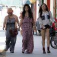 Vanessa Hudgens, entourée de sa mère et de sa petite soeur à Studio City. Le 30 avril 2012.