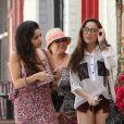 Vanessa Hudgens s'est rendue au restaurant Sun Cafe à Studio City pour déjeuner avec sa mère et sa petite soeur. Le 30 avril 2012.