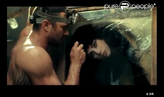 843608-taylor-kinney-dans-le-clip-you-and-i-637x0-2 jpgTaylor Kinney You And I