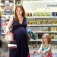 Alyson Hannigan, enceinte, fait des courses avec sa première fille Satyana, le 8 mai 2012 à Los Angeles