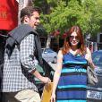 Alyson Hannigan, enceinte de son deuxième enfant, et son mari Alexis Denisof font des courses, à Los Angeles, le 5 mai 2012
