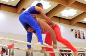 Sébastien Chabal, moulé dans un joli body, tente un duo aux barres parallèles
