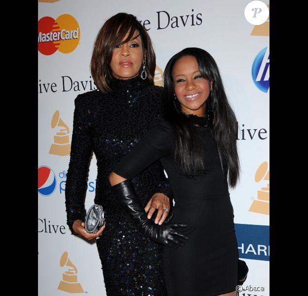 Whitney Houston et sa fille Bobbi Kristina, complices, le 12 février 2011 à Los Angeles