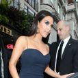 Kim Kardashian sort de son hôtel à Londres le 17 mai 2012