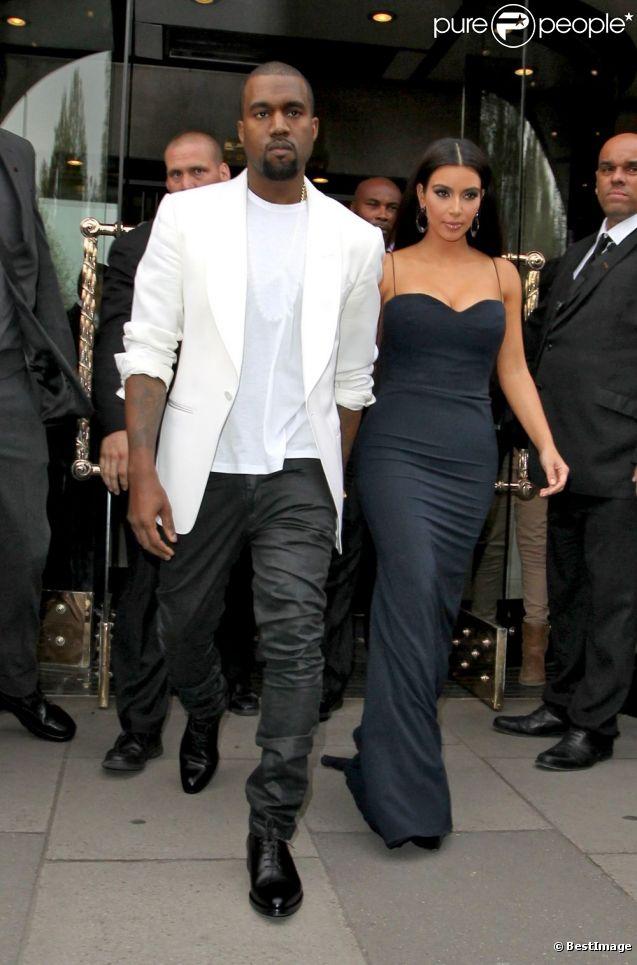 Kim Kardashian et Kanye West sortent de leur hôtel à Londres le 17 mai 2012