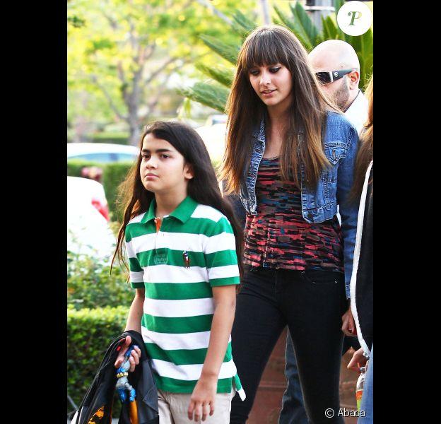 Paris et Blanket Jackson se rendent au cinéma, à Calabasas, le vendredi 18 mai 2012.