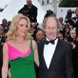 Philippe Poupon et Géraldine Danon lors de la montée des marches le 21 mai 2012 dans le cadre du Festival de Cannes lors de la présentation du film d'Alain Resnais Vous n'avez encore rien vu