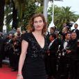Emmanuelle Devos le 21 mai 2012 lors de la montée des marches pour la présentation du film Vous n'avez encore rien vu dans le cadre du 65ème Festival de Cannes