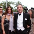 Michel Creton bien accompagné le 21 mai 2012 lors de la montée des marches pour la présentation du film Vous n'avez encore rien vu dans le cadre du 65ème Festival de Cannes