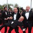 L'équipe des Kaïra Shopping et Ramzy Bédia le 21 mai 2012 lors de la montée des marches pour la présentation du film Vous n'avez encore rien vu dans le cadre du 65ème Festival de Cannes