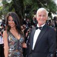 Jean-Paul Belmondo et Barbara Gandolfi sur les marches du Festival de Cannes, le 17 mai 2011.