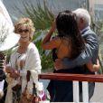 Jean-Paul Belmondo et Barbara Gandolfi croisent Jane Fonda au déjeuner organisé par  Paris Match  à l'Eden Roc, au Cap d'Antibes, le 17 mai 2012.