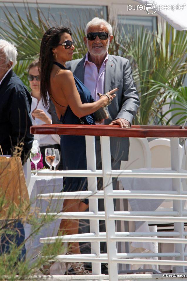 Jean-Paul Belmondo et sa fidèle Barbara Gandolfi au déjeuner organisé par  Paris Match  à l'Eden Roc, au Cap d'Antibes, le 17 mai 2012.