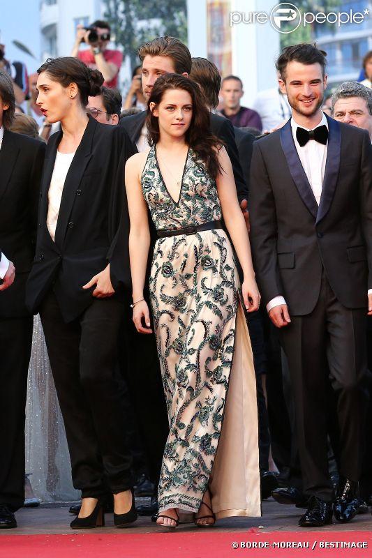 Kristen Stewart et Tom Sturridge lors de la montée des marches de  Sur la route , le 23 mai 2012 au Festival de Cannes.