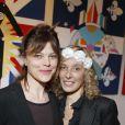 Alexandra Kazan et l'artiste Valeria Attinelli au vernissage de l'exposition Princess's Tour, à la Galerie Caplain Matignon, à Paris, le 22 mai 2012.