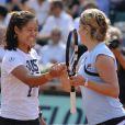 Li Na et Kim Clijsters le 24 mai 2012 à Roland Garros lors d'un essai pour les nouvelles raquettes intelligentes signées Babolat