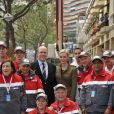Le prince Albert et la princesse Charlene ont rendu visite aux équipes de la Croix-Rouge monégasque, dont le souverain du Rocher est le président, lors des essais libres du Grand Prix de F1 de Monaco, le 24 mai 2012.