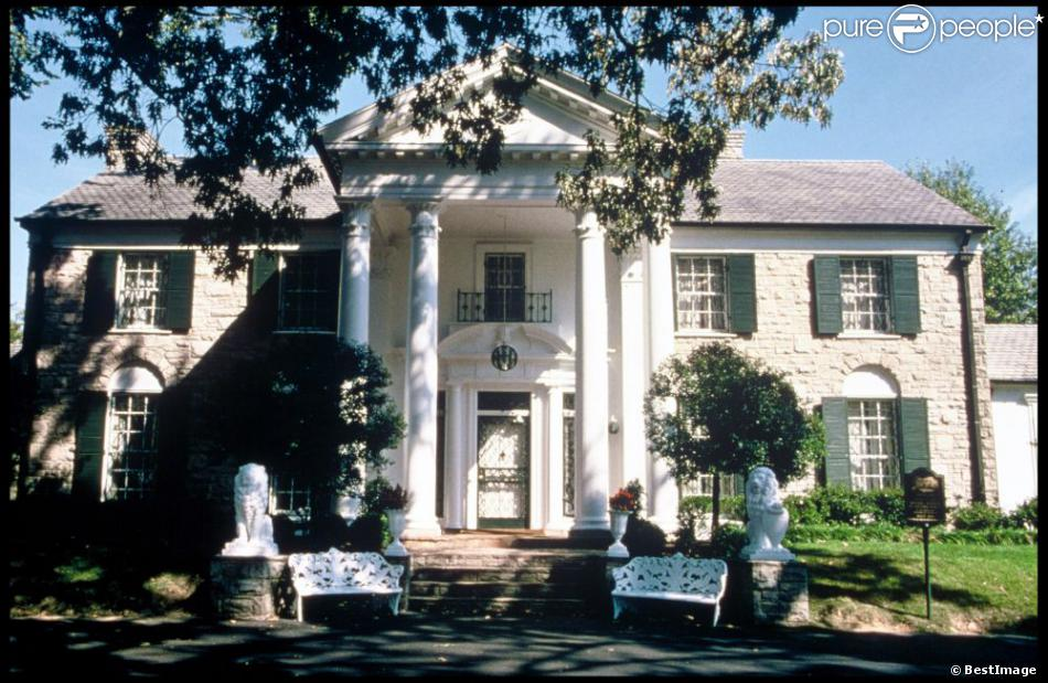 image de graceland mythique propri t d 39 elvis memphis 45 ans apr s sa mort le 16 ao t 1977. Black Bedroom Furniture Sets. Home Design Ideas