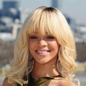 Rihanna : Blonde et topless pour préparer la sortie de son nouveau parfum