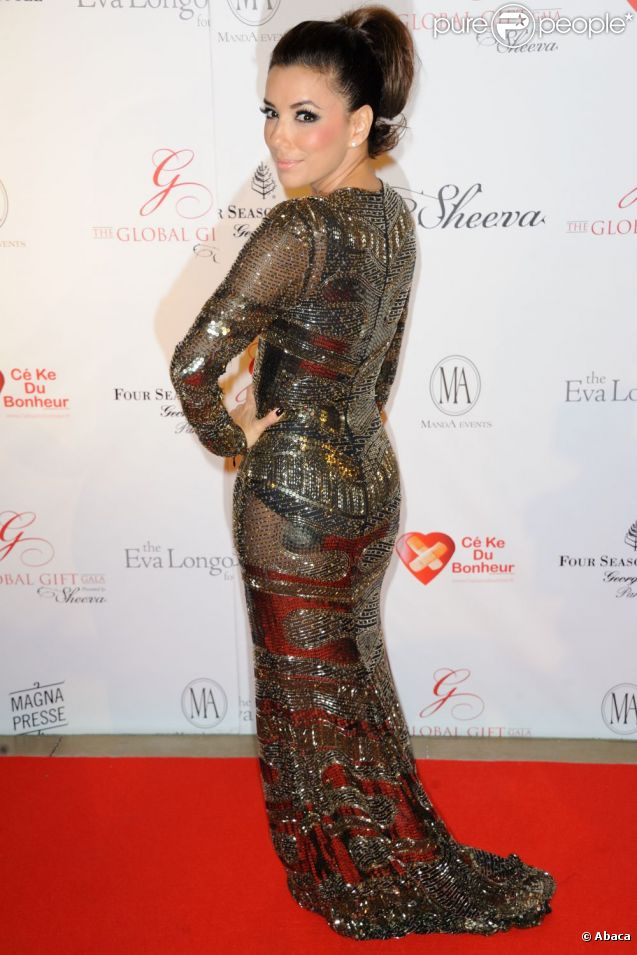 Eva Longoria superbe lors de son gala de charité le 28 mai 2012