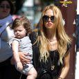 Rachel Zoe et son fils Skyler forment un duo stylé sous le soleil de New York. Le 31 mai 2012.