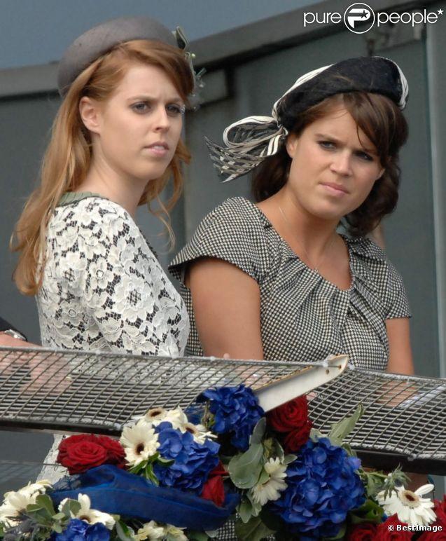 Beatrice et Eugenie au premier jour des célébrations du jubilé de diamant d'Elizabeth II, le 2 juin 2012.