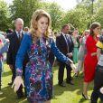 Les princesses Beatrice et Eugenie d'York ont donné encore plus de goût au pique-nique du Big Jubilee Lunch dans les jardins de Buckingham Palace, le 4 juin 2012, en allant à la rencontre des 12 000 heureux invités.