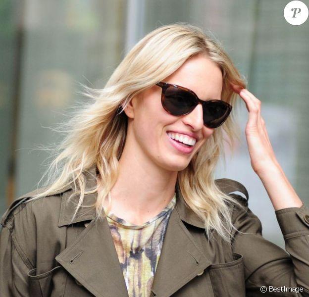 Karolina Kurkova, souriante et ultra stylée à New York, le 4 juin 2012.