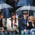 Marie Gillain a fait la conversation lors des interruptions. Raphaël et Mélanie Thierry en amoureux à Roland-Garros 2012 dans l'après-midi du vendredi 8 juin, à l'occasion des demi-finales masculines (Nadal/Ferrer et Djokovic/Federer).
