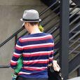 Charlize Theron de dos et son fils Jackson dans les rues de Los Angeles, le 11 juin 2012.