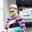 Charlize Theron et son fils Jackson dans les rues de Los Angeles, le 11 juin 2012.