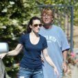 Kristin Davis et son homme Aaron Sorkin le 3 juin 2012 dans les rues de Los Angeles
