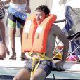 Raúl, rassuré à l'idée de faire du ski nautique devant ses enfants sur l'île de Formentera dans l'archipel des Baléares le 13 juin 2012