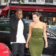 Kanye West, Kim Kardashian, et Kris Jenner vont s'acheter une glace à Paris le 17 juin 2012