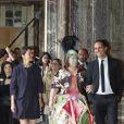 La ministre de la Culture Aurélie Filippetti, la présidente du château Catherine Pégard et l'artiste à la découverte de l'exposition Joana Vasconcelos au château de Versailles, le 18 juin 2012.