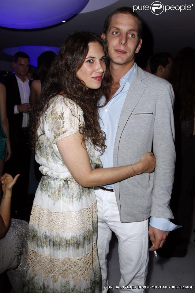 Andrea Casiraghi et Tatiana Santo Domingo lors de la soirée de Grisogono en marge du 65e Festival de Cannes, le 23 mai 2012. Leurs fiançailles ont été annoncées le 4 juillet 2012 par la princesse Caroline de Hanovre, dont Andrea est le fils aîné.