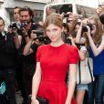 Clémence Poésy, ravissante dans une éclatante robe rouge, couleur chère à la maison Valentino. Paris, le mercredi 4 juillet 2012.