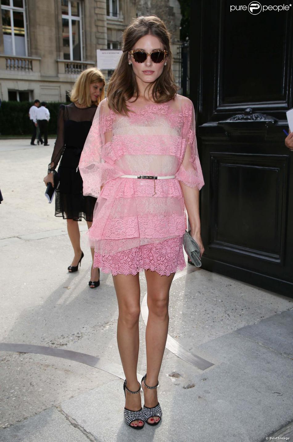 Olivia Palermo en robe Valentino et sandales couvertes de cristaux Giuseppe Zanotti Design à Paris, le 4 juillet 2012.
