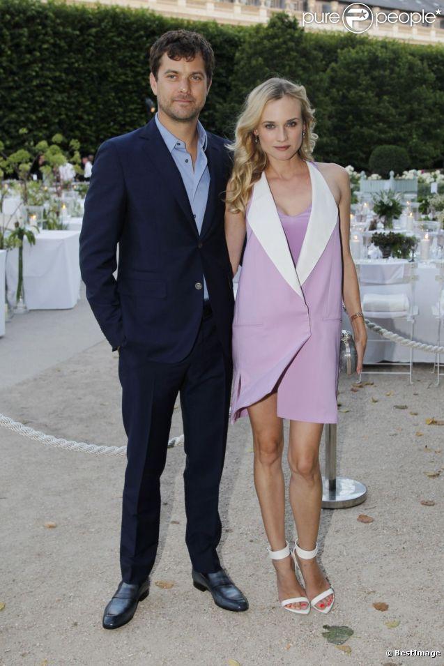 Diane Kruger accompagnée de Joshua Jackson sublime en 3.1 Phillip Lim et sandales Givenchy à la présentation Berluti. Paris, le 29 juin 2012.